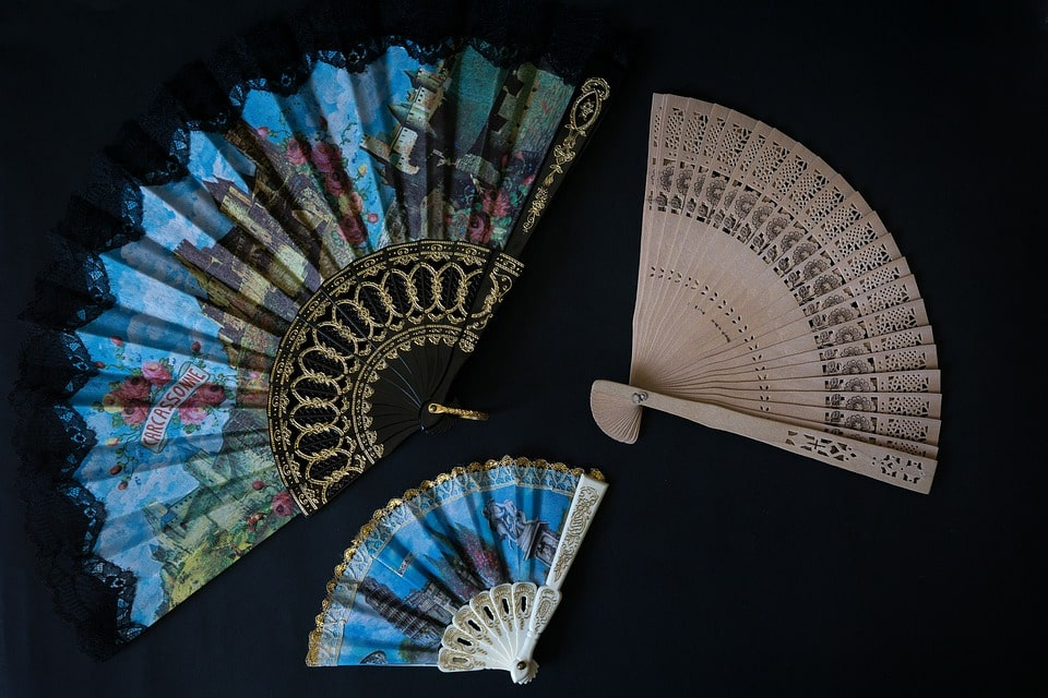 Sensu folding fans are what to buy in Japan
