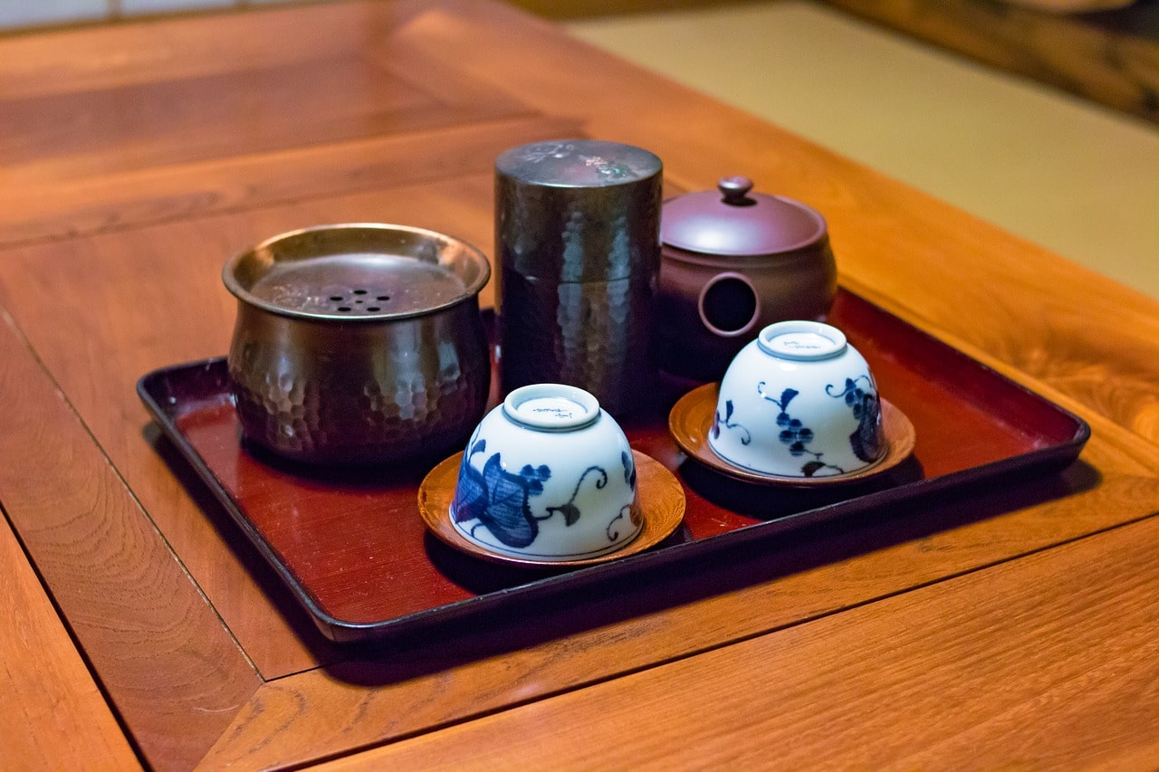 Ceramic tea sets are what to buy in Japan