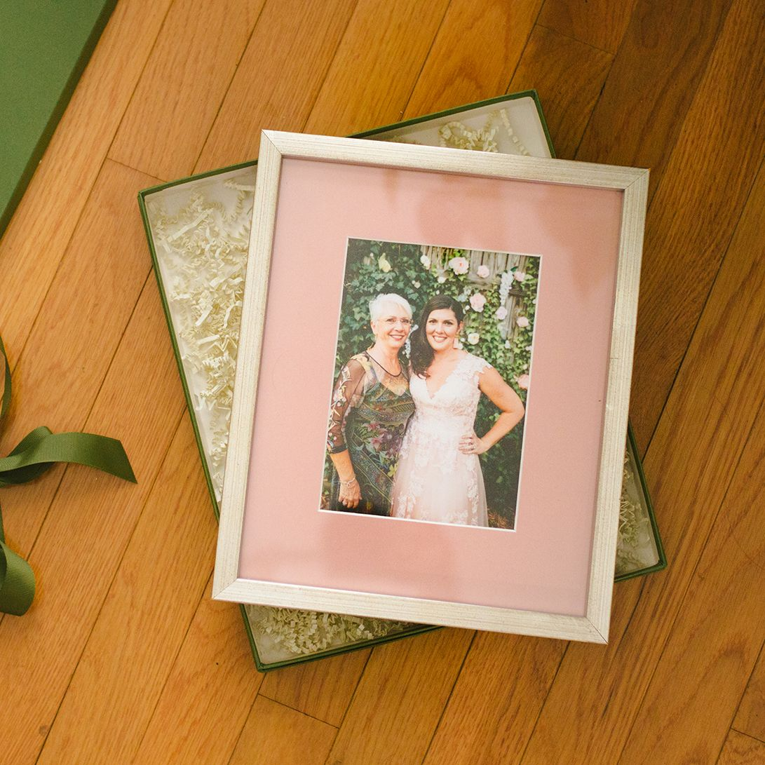 framed wedding photo with blush mat