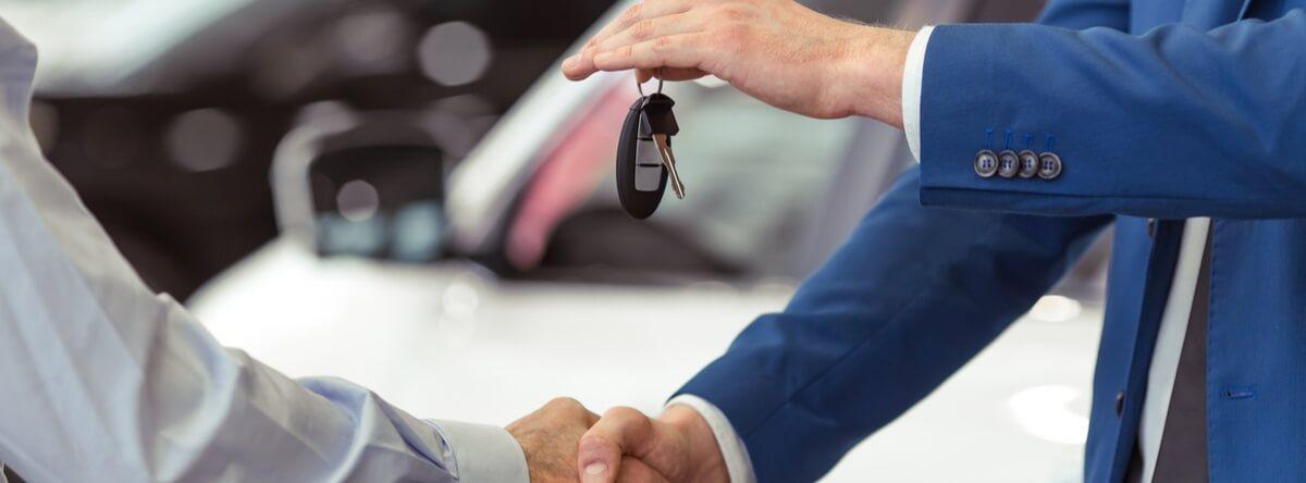Cuando necesitamos vender nuestro coche pero aún lo estamos pagando, nos abrumamos. Aquí te contamos cómo en financiamiento de autos pueden ser vendidos.