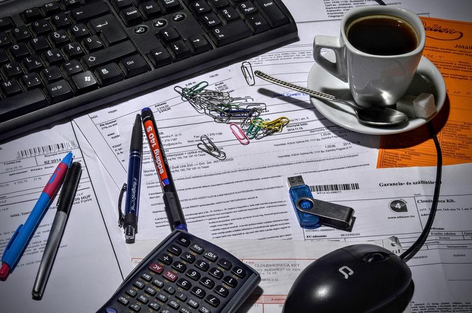bookkeeper-1016299_960_720.jpg