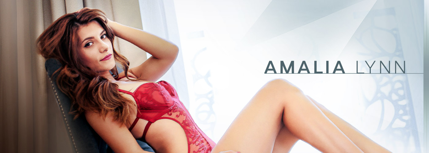 Interview – Cozy Up to Live Cam Superstar Amalia Lynn