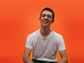Philippe, Paid Media Specialist at SOUNDBOKS in front of a Orange Background.