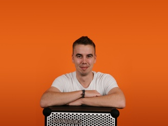 emil, a supply chain coordinator at soundboks leaning on top of a soundboks speaker