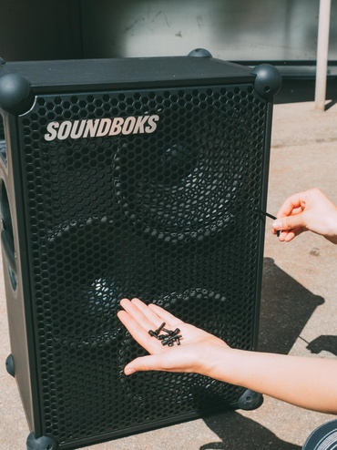 Taking the screws off of the grill of the New SOUNDBOKS