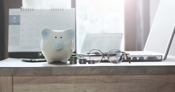 7 email newsletters that will help you save money