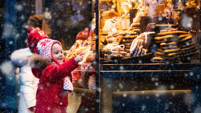 8 ways to help small businesses this Christmas