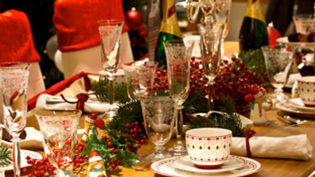 8 ways to get your dining room in the Christmas spirit
