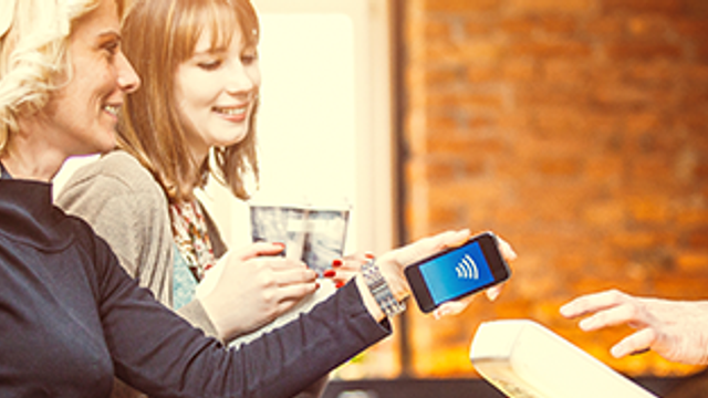 How does contactless payment work?