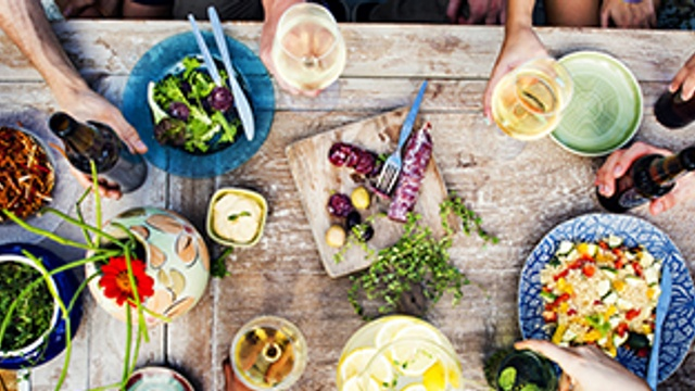 5 top tips for hosting a dinner party