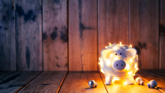 10 clever ways to save money this Christmas