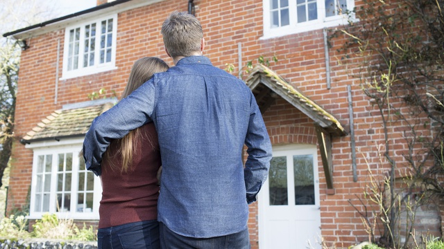 couple viewing a house
