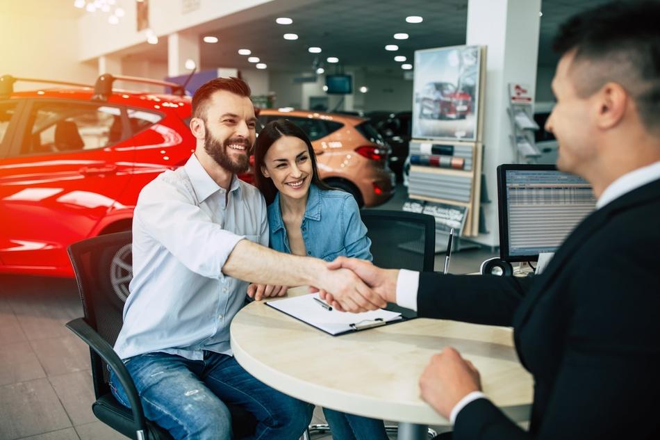 מאחורי הקלעים של שוק הרכב: מה משפיע על מחירי הרכבים?