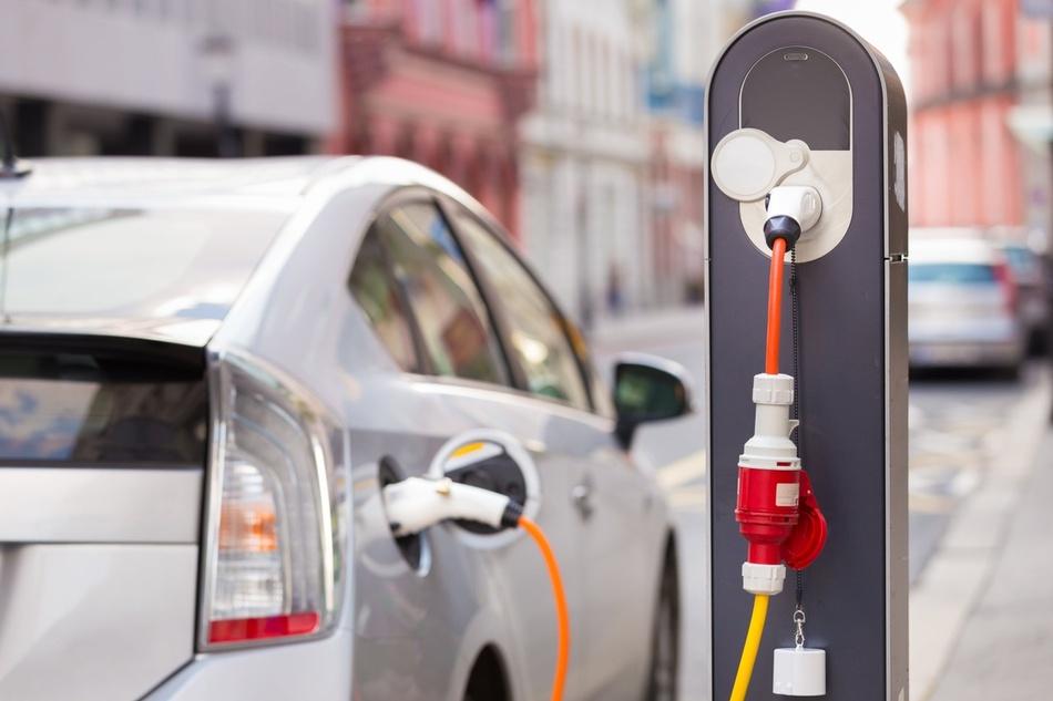 מכוניות היברידיות, חשמליות ומה שביניהן