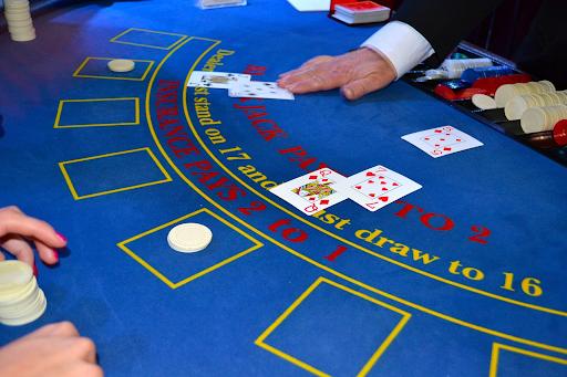 casino-dealer-blackjack-cards.png
