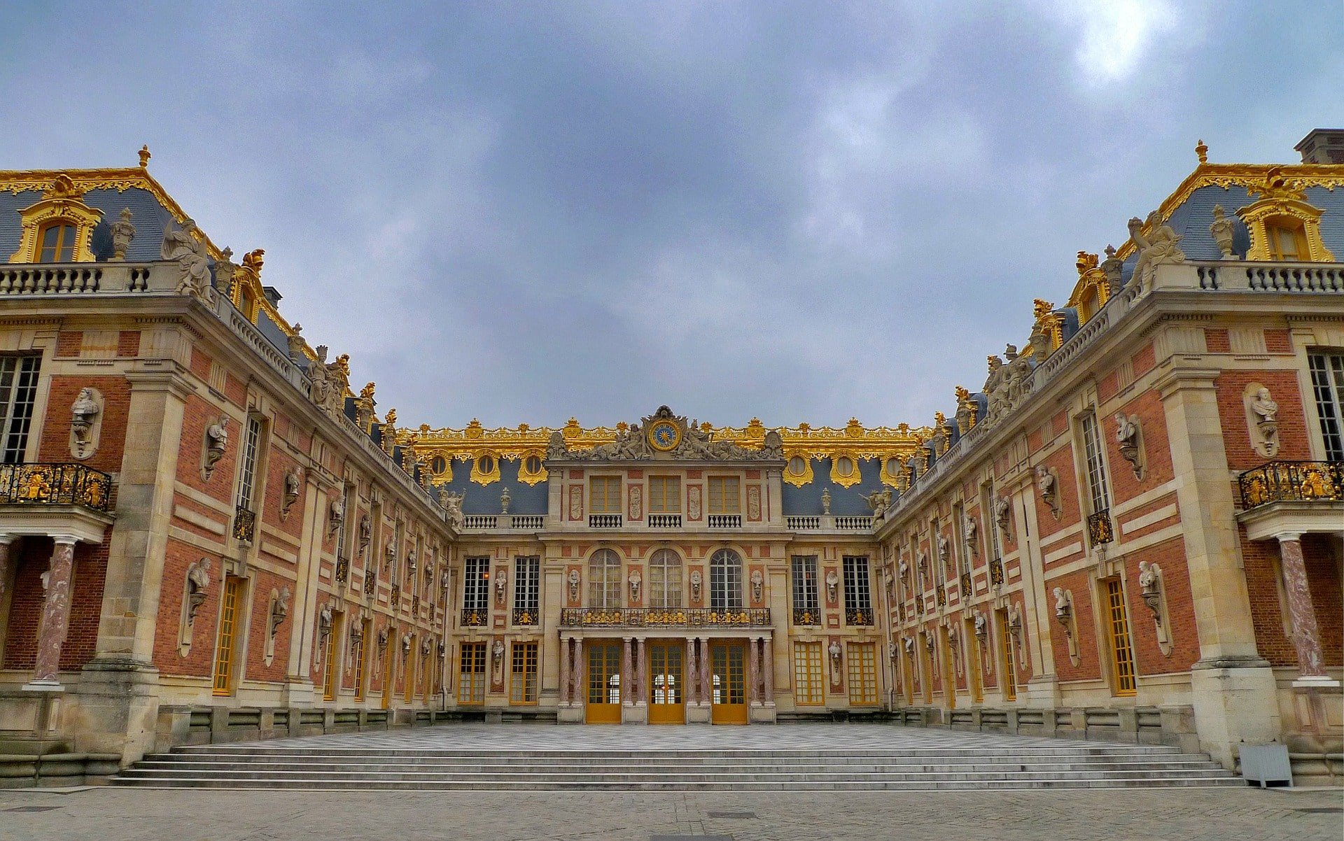 Visiting Versailles is an excellent thing to do in France