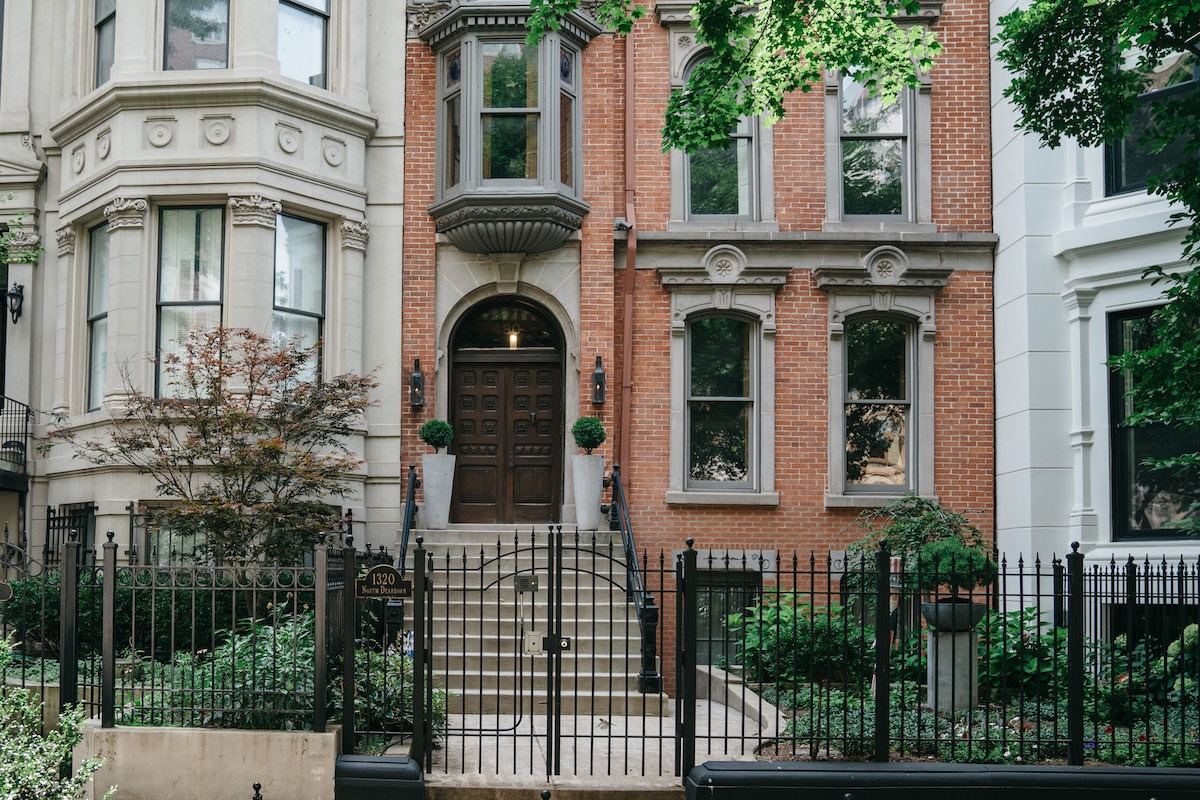 Chicago has a wide variety of neighborhoods to choose from. Find the one that is the best fit for you with these tips and tricks from a local.