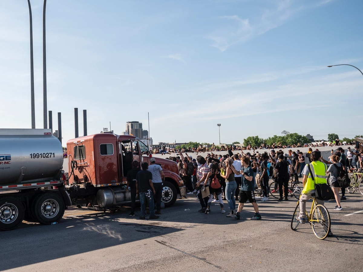 8 Crucial Steps to Keeping Truck Driver Safety During Protests